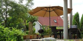 Parasole ogrodowe – rodzaje, konstrukcje, materiały