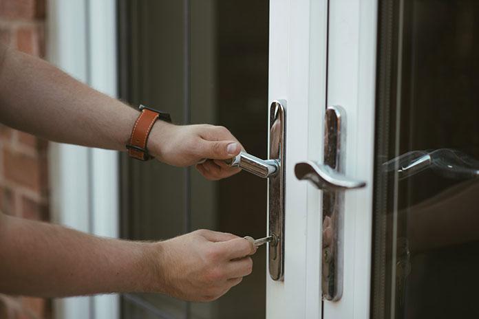 Jaką klasę powinny mieć drzwi zewnętrzne antywłamaniowe?