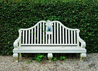 Szczeble do ławek PCV – jak urządzić ogród na lata?