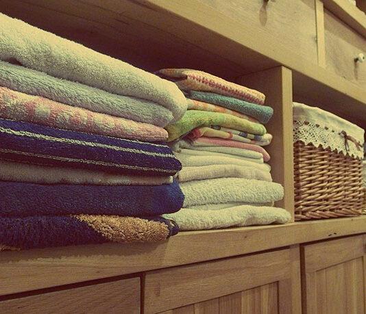 Jaka szafa do sypialni, jaka do salonu, przedpokoju: przesuwna, narożna, na wymiar