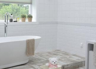 Nietypowa podłoga w łazience – jakie płytki na pewno zrobią wrażenie